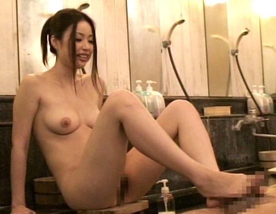 長身グラマー女優のかすみりさが温泉で足コキや乱交しちゃうの脚フェチDVD画像1