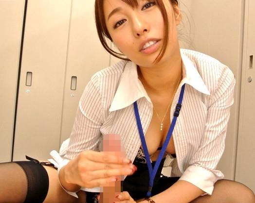 机の下から黒パンスト美脚の爪先でイタズラしてくるエロ女上司の脚フェチDVD画像1