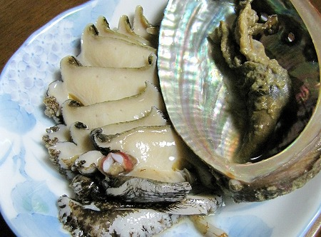アワビの刺身と肝のバター炒め。