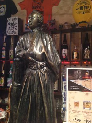 店内にある龍馬像