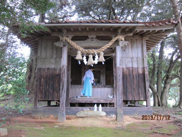お飾りを付けた神社
