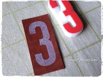 数字タグ用のはんこ「3」  革タグ印影