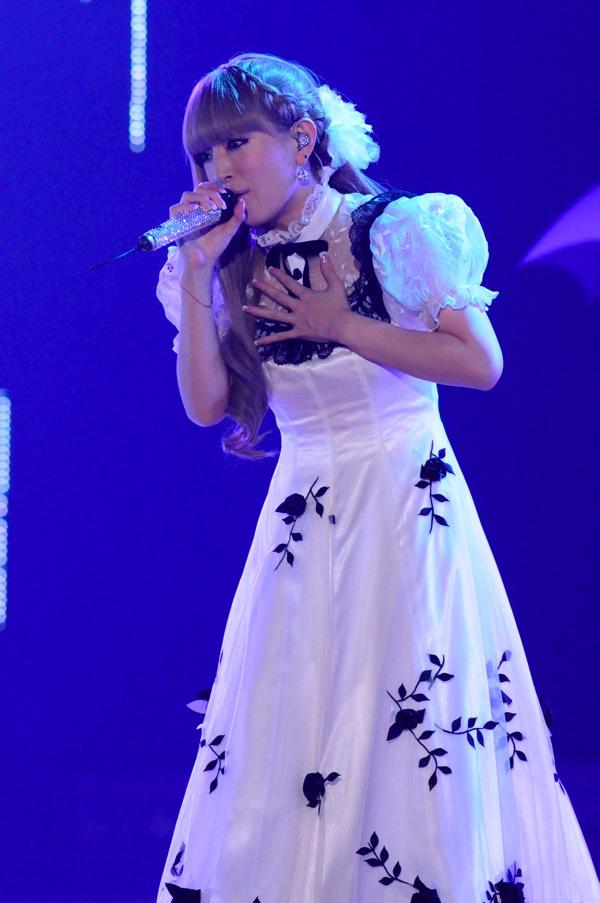 http://blog-imgs-45.fc2.com/a/y/u/ayucantabile/ayu004_s_www_barks_jp.jpg