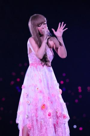 ayu005_s_www_barks_jp.jpg