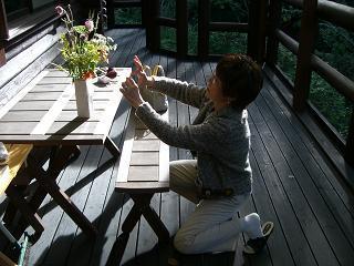 スローライフ日記-花束を撮影する母