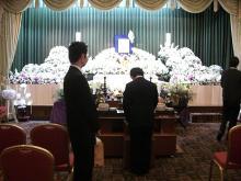 スローライフ日記 (ガンとの闘病日記はもうすぐ終わりにします)-祭壇の生花