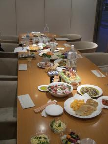 スローライフ日記 (ガンとの闘病日記はもうすぐ終わりにします)-テーブルの準備完了(反対側から)