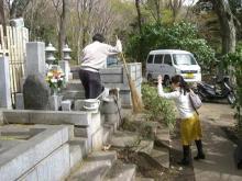 スローライフ日記-お墓の周りの掃除