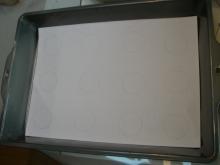 東京でプチスローライフ-トレイの中に紙を入れる
