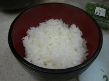 東京でプチスローライフ-丼にご飯を盛り