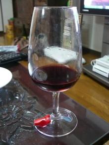 東京でプチスローライフ-赤ワインを飲んでるところ