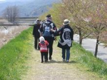 東京でプチスローライフ-私たちも川に沿って歩く