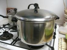 東京でプチスローライフ-いつもふきを茹でる鍋