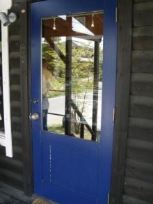 東京でプチスローライフ-パン屋さんに入るドア