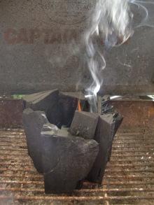 ログハウスでワインを楽しむスローライフ日記-BBQの火おこし
