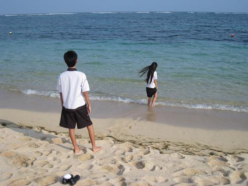 海と子供達