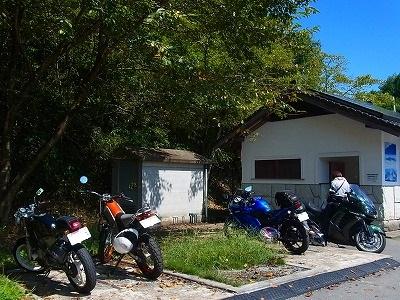 12バイクのPは トイレ横。