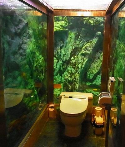 13水族館のトイレ
