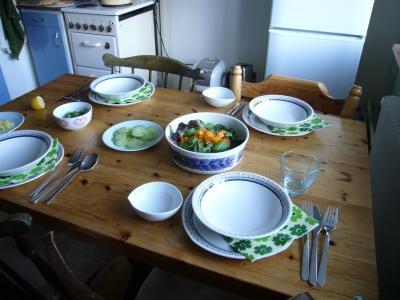 テーブルに新しい食器