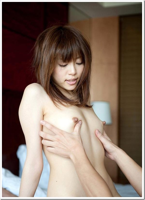 色白美乳おっぱい萌え女と濃厚ハメ撮りセクロス