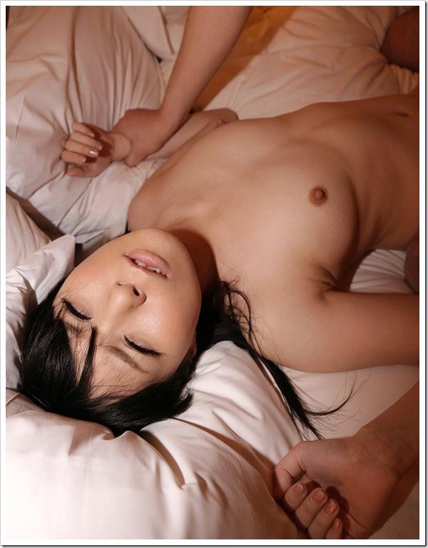 【萌えギャル】色白おっぱい美乳で全裸ヌード