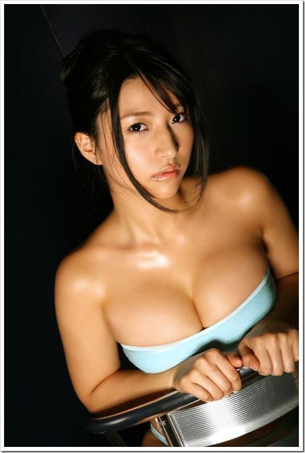 ハミ乳美乳おっぱいのセクシー水着画像