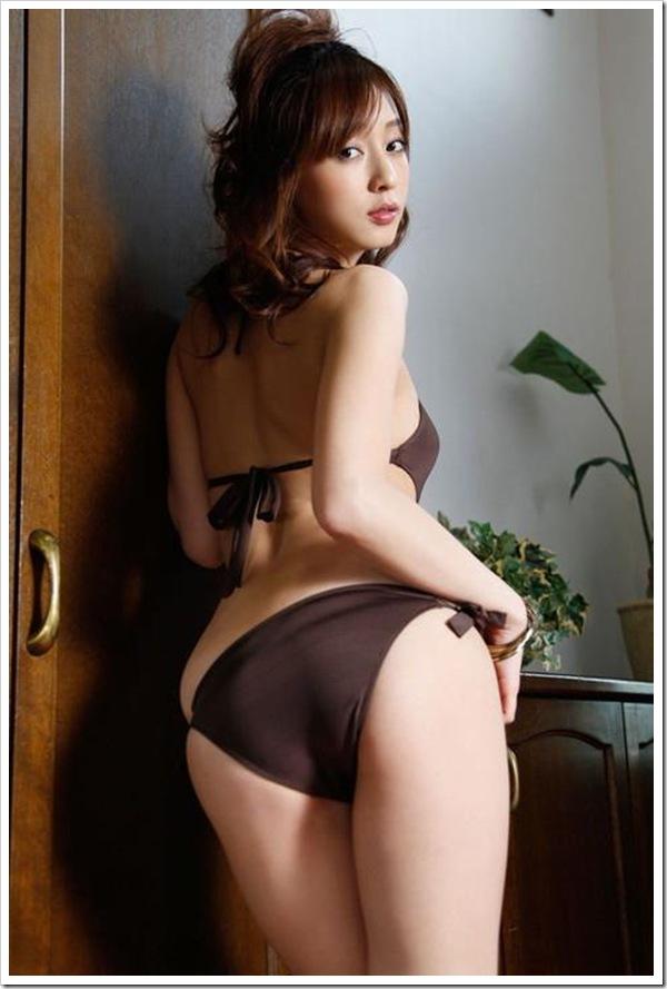 【紐ビキニ】美乳と美尻アナルこんにちは~萌えギャル