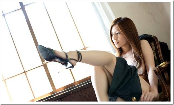【パンチラ】美脚から見えそうなマン毛おまんこ欲求ぱんちら