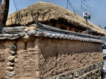 韓国旅行で見た土塀