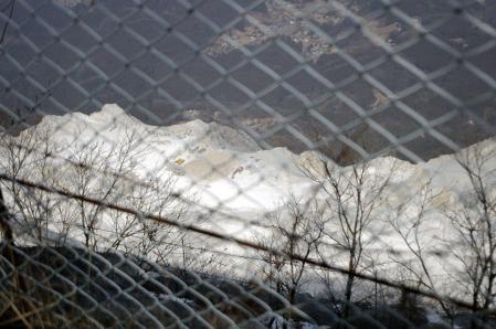 石灰採石場を見下ろす