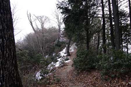 残雪・凍結路多し