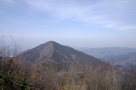 子持山山頂付近から武甲山