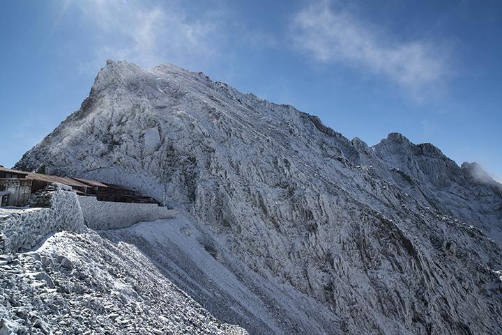 141017 新雪後の山荘裏のコピー