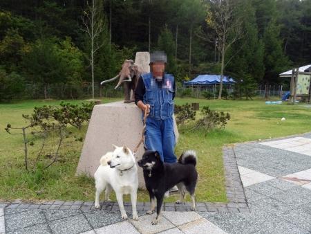 黒姫野尻湖PAのナウマンゾウ像で!