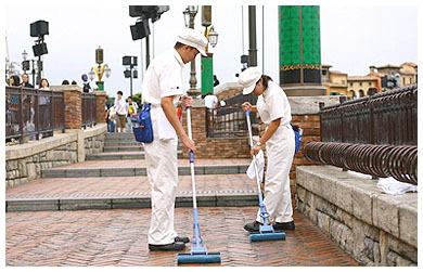 ディズニーでのバイトは掃除キャストが一番人気。 - アメーバ ...