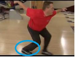 右足の蹴り