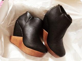 ShoesOne・変形ウェッジソールブーティ