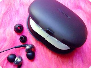 インイヤー ヘッドフォン SHE9750・ケース&イヤーキャップ