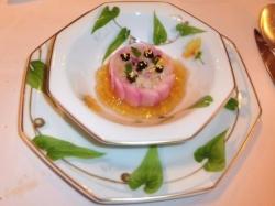 赤かぶムースのシャルロット仕立て チョウザメのタルタル 宮崎県産初のキャビア添え