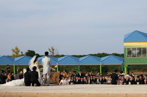 公園で人前挙式