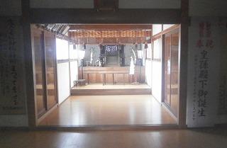 神明神社内部