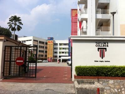 Taylor's College in Subang Jaya スバンは学生街