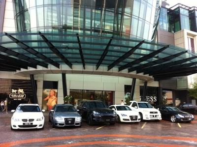 隣接するEmpire shopping mall エンパイアは高級モール