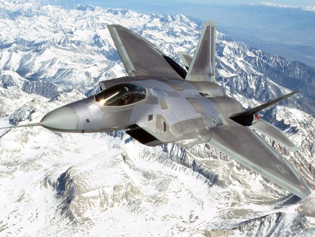 AIR_F-22_10-Oc_Over_Mountains_lg.jpg
