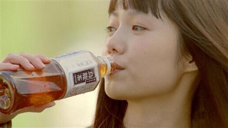 サントリー   ウーロン茶 新TV-CM 「フェイント」篇より
