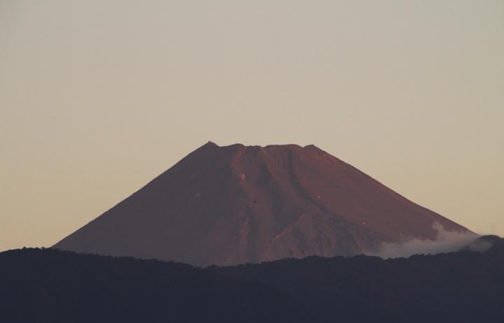 27日 5-50 今朝の富士山-1