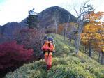 10翌日は絶好の登山日和(背後は黒法師岳)