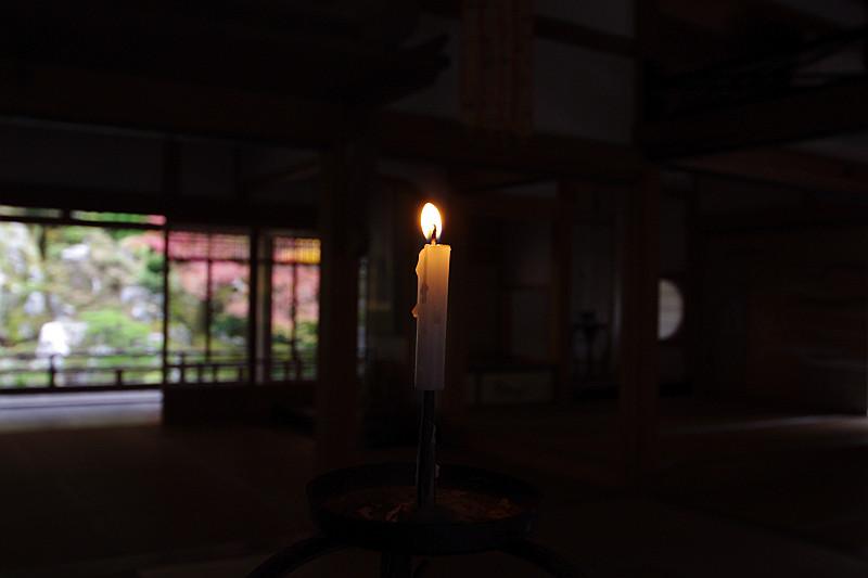 蝋燭をお供えして