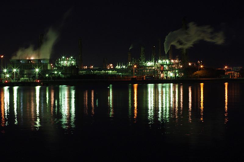 夜空に白く水蒸気