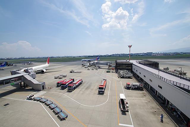 空港の夏空